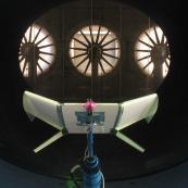 Essai de drone dans une soufflerie à Toulouse (Soufflerie S4). Configuration innovante d'aile. test aérodynamique, mesure des coefficients de mécanique du vol.