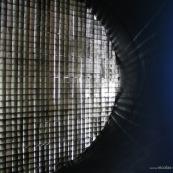 Soufflerie aerodynamique S4 à Toulouse.  Grille à l'entrée de la soufflerie pour bien canaliser l'air dans le convergent. Instrument de mesure scientifique.
