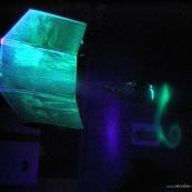 Essai de drone dans une soufflerie à Toulouse (Soufflerie S4). Configuration innovante d'aile. test aérodynamique, mesure des coefficients de mécanique du vol. Visualisation des tournillons marginaux en bout d'aile avec un faisceau laser et de la fumée. Peinture fluorescente pour visualiser les ecoulements le long des ailes.