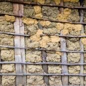 Mur en bois et terre