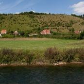 Coteaux de l'Aa en arriËre plan : surnommÈ Ègalement Mont du GÈant. L'Aa est au premier plan.