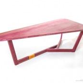 Mobilier DISSI en bois de Guyane. Table en bois pays. Table basse en amarante (bois violet). Pas de coloration du bois, aspect naturel.