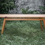 Table design contemporain en bois massif (Manil). Marque DISSI. Guyane.
