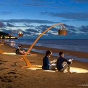 Lampe DISSI (mobilier en bois de Guyane) sur la plage.