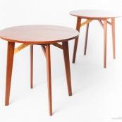 Meuble en bois massif de Guyane de marque DISSI. Petite table ronde.