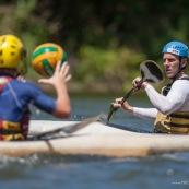 Kayak polo sur le lac saccharin pres du Rorota en Guyane Francaise (Remire Montjoly). Sport d'equipes avec ballon en Kayak. En exterieur. Terrain. Entrainement avec Franck Besson, champion du monde de la discipline.