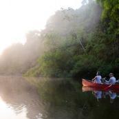 Canoe le matin au levé du soleil.  Foret tropicale amazonienne. Du cote du fleuve Oyapock pres de la roche canari zozo. Photographe et observation.