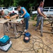 Atelier fabrication de pagaies. En bois de Guyane.