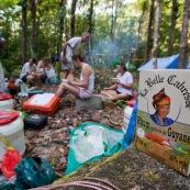 Camp en foret avec carbets bache (hamac entre des arbres et bache tendue dessus). Expedition en foret. Touques. Rhum agricole la belle cabresse.