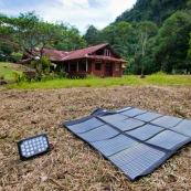 Panneau solaire nomade pliable pour la randonnée.