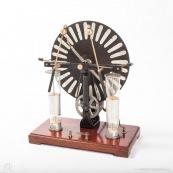 Machine de wimshusrt des années 20. Appareil scientifique. Instrument scientifique. Machine electrostatique.
