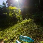 Methode SODIS pour desinfecter l'eau et la renrde potable : il suffit de la placer au soleil pendant un certain temps a l'interieur de bouteilles en plastique transparentes.
