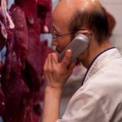 Boucher au téléphone Hong-Kong viande boucherie.