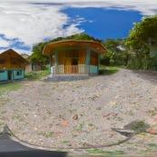 Panorama maisons de garde parc pour visite virtuelle 360°. Perou, parc Yanachaga Chemillen.