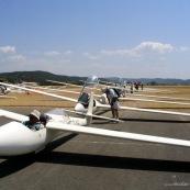 Club de planeur (vol a voile) de Vinon sur Verdon. Aerodrome. Decollage des planeurs.