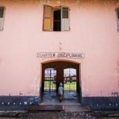 Bagne de Saint Laurent en Guyane francaise. Quartier disciplinaire. Enfant entrant dans le quartier.