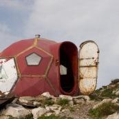 Refuge Saua Grindului, ‡ 2200 mËtres d'altitude, sorte de vaisseau spatial en tole pouvant hÈberger une dizaine de personnes pour passer la nuit en montagne.