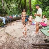 Baignade en Guyane sur la crique Tonnegrande. Sentier du bagne des annamites.  Toursime en foret. Riviere.
