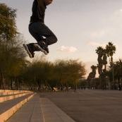 Roller. Figure acrobatique. Saut d'escalier.