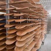 Usine en Chine : planches de skateboard.