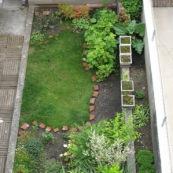 Petit jardin en travaux maison 1930 dans le Nord.