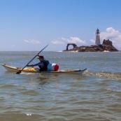 Kayak de mer en Guyane. Phare de l'ilet L'Enfant Perdu.