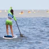 En Guyane, premiere ocean race : course en mer. Toutes les embarcations a pagaie sont de la partie : canoes, kayaks, pirogues, va'a, paddles... Participation exceptionnelle de l'equipe de France paralympique de canoe kayak. Course elite, course de jeunes. Plage de Cayenne.