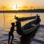 Saint-Jean, Guyane, pirogue sur le Maroni