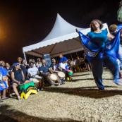 Guyane. Mouvement social le 29 mars 2017. Sur un barrage, grande fête la nuit. Barrage du rond-point de Suzini à Rémire Montjoly, ile de Cayenne. Les camions bloquent le rond-point. Au centre : chapiteaux, groupes de musiques, danse... Ambiance très conviviale.